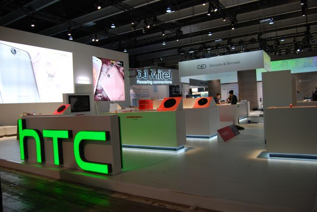 Stand HTC angle exhibits
