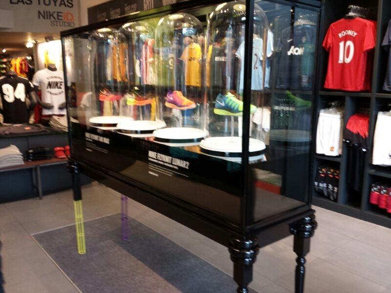 Mobiliario retail para Nike Store