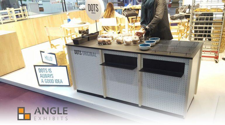 Mobiliario a medida angle exhibits