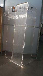 Mampara protección con led y logo